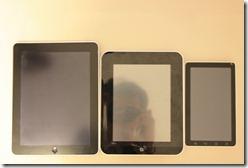 เปรียบเทียบ จากซ้าย iPad, aPad และ Wellcom A800