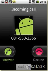 เวลามีสายเข้า ตอนที่โทรศัพท์ถูกล็อกอยู่ จะใช้การ slide เพื่อรับหรือวางสาย