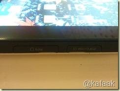 ด้านขวามือล่าง มีช่องใส่ SIM Card และ Micro SD